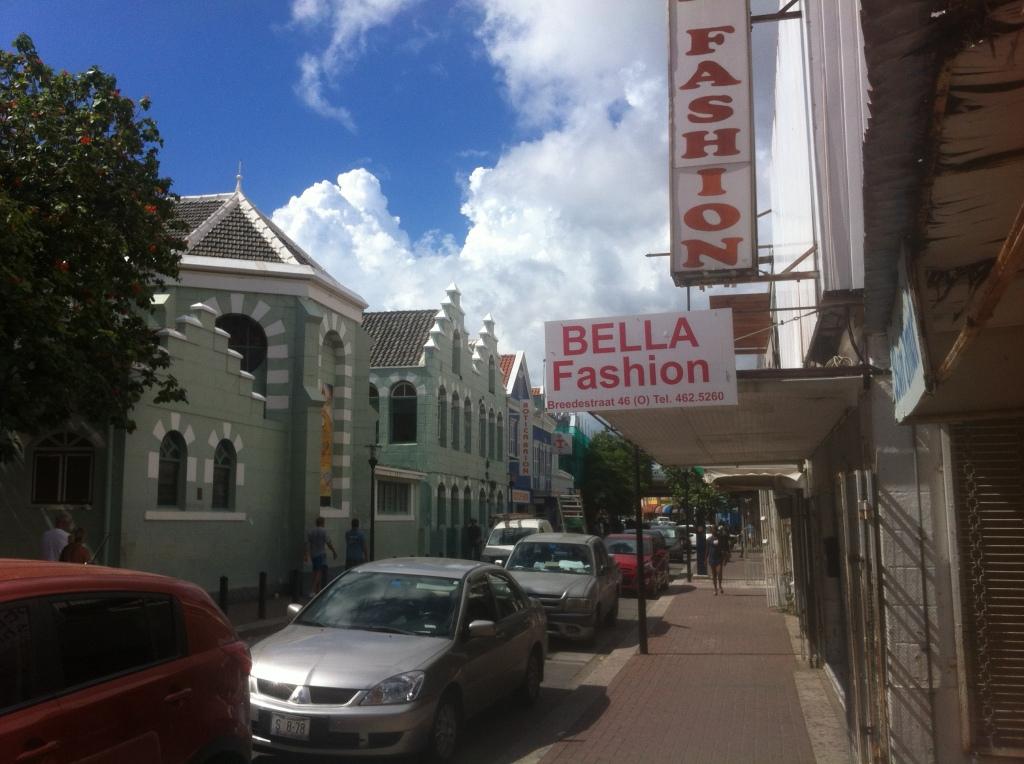 The main shopping precinct in Otrobanda.