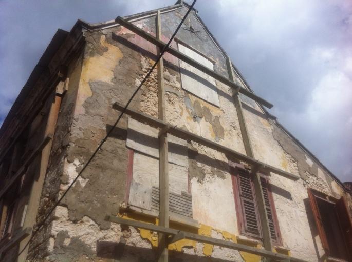 Building facade in Otrobanda.