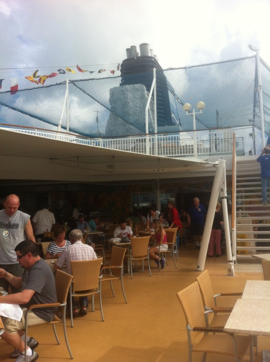 The Great Outdoors is a perfect place for a simple bite to eat.  The rock climbing wall on the NCL Pearl is seen beyond.