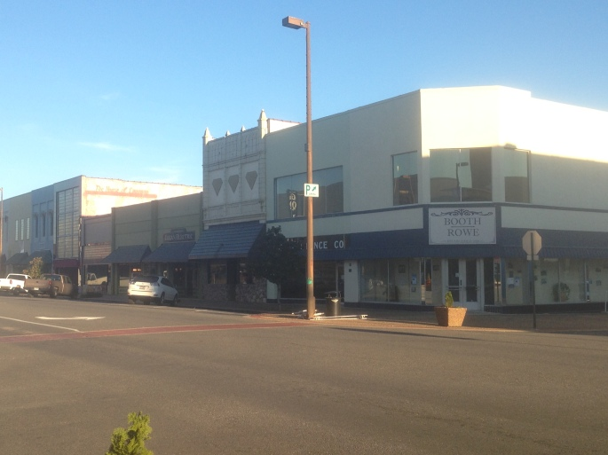 Some of the retail stores had been converted to offices that could operate in the town as a center of regional government for the Texarkana area.