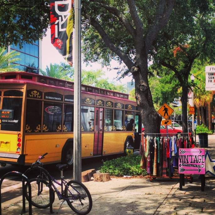 One of the arts districts in St. Petersburg, the Central Arts District, has links to the other districts with a trolley service.